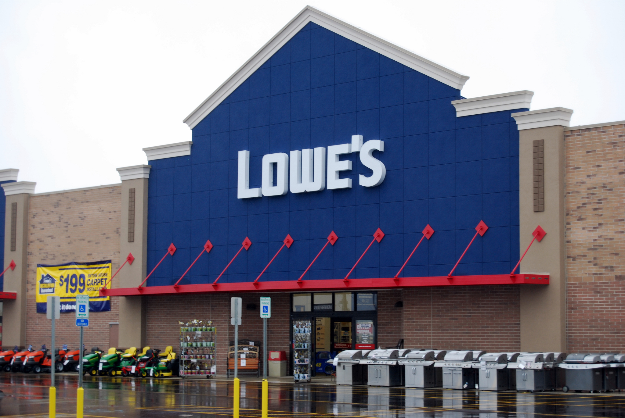 Lowe s acquiring target leases the canadian business journal for Lowes glassdoor