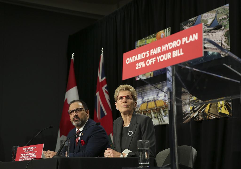Premier-Kathleen-Wynne-and-Glenn-Thibeault-Minister-of-Energy